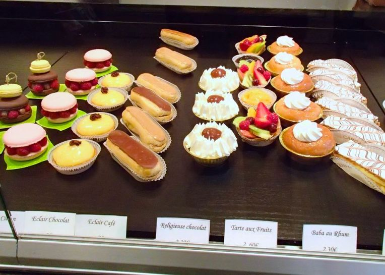 Pâtisserie Display