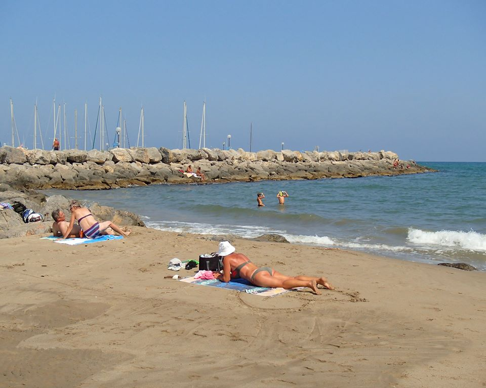 Narbonne Plage Swimming in the Mediterranean Sea An Italian Point