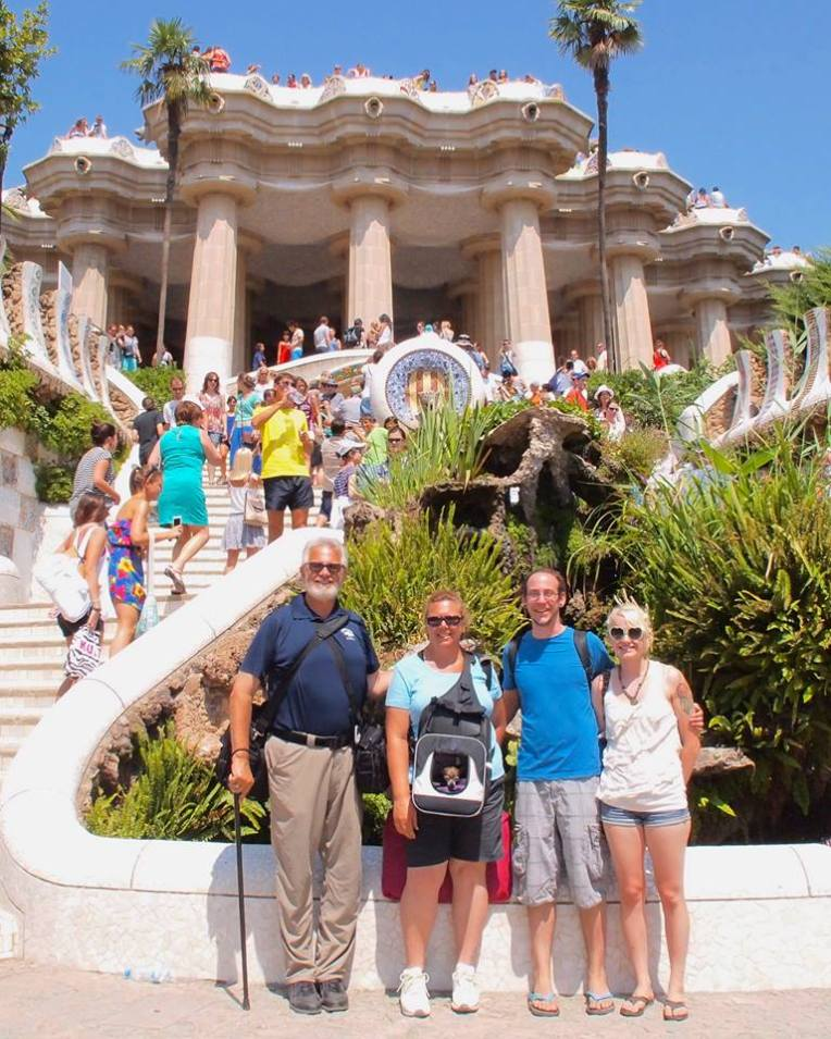 Alan, Tracy, Adam, Liz, and Kiara at the entrance stairs of Park Güell
