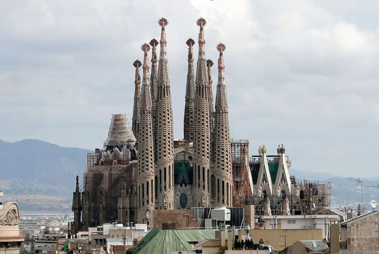 Sagrada Familia.  View of the Passion Façade (Western side) in September 2009 (cranes digitally removed) (Wikimedia Commons)