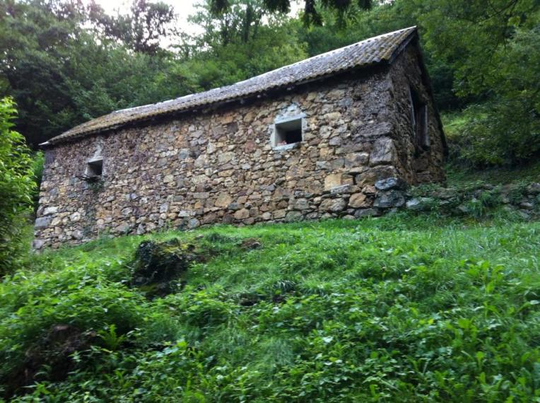 Old farmhouse on the climb up Puerto Ibaneta