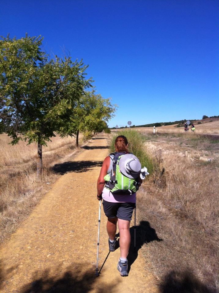 Tracy along the trail to Ledigos