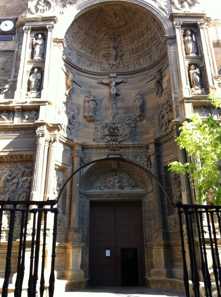Portico of Catedral de Santa Maria de la Redonda, 14th century