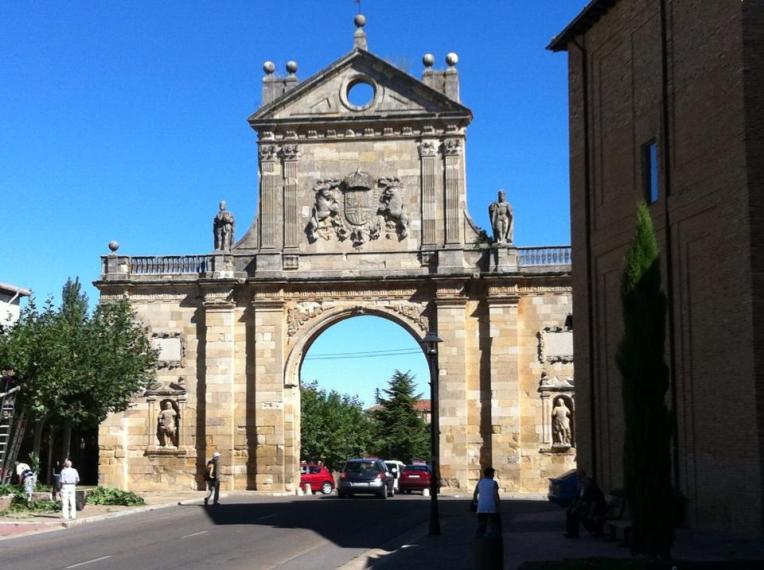 Arco San Benito, Sahagun