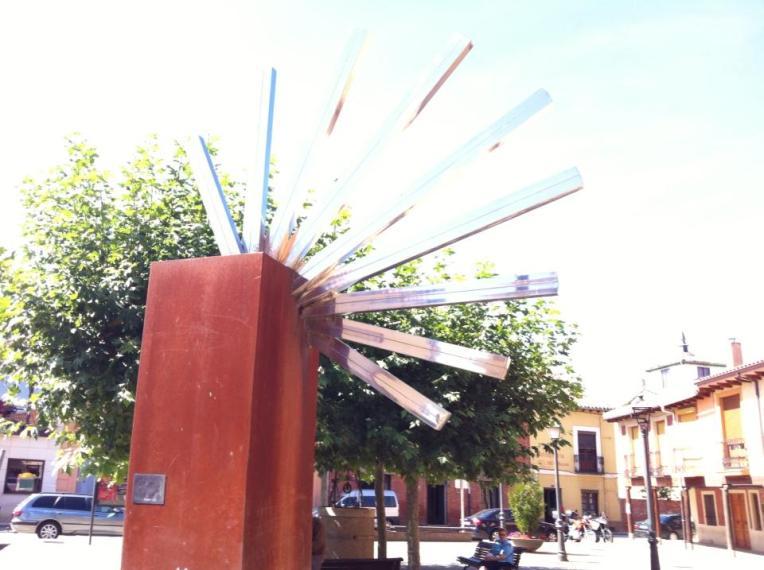 Camino sculpture in Mansilla de las Mulas