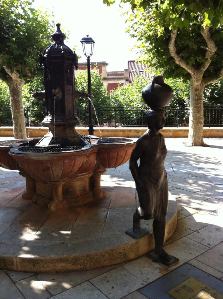 Bronze sculpture of a water-bearer in Navarette