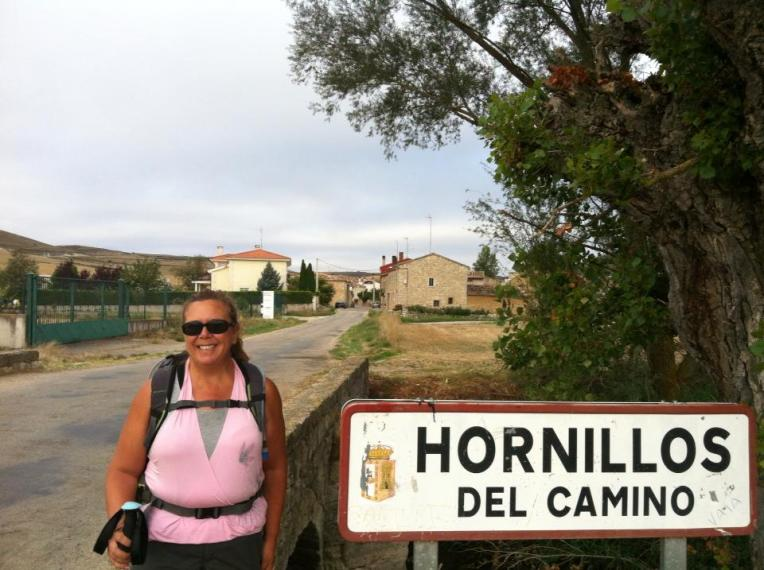 Tracy outside of Hornillos del Camino