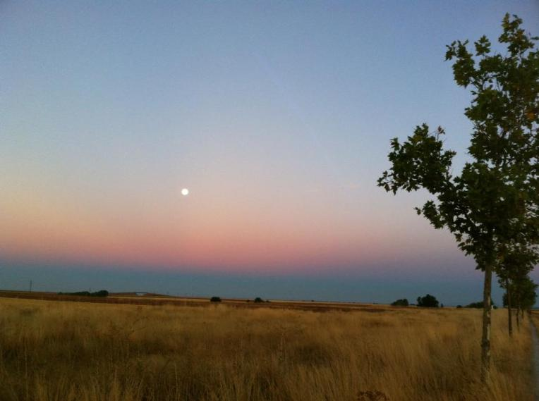 Moon set at sun rise outside El Burgo Ranero