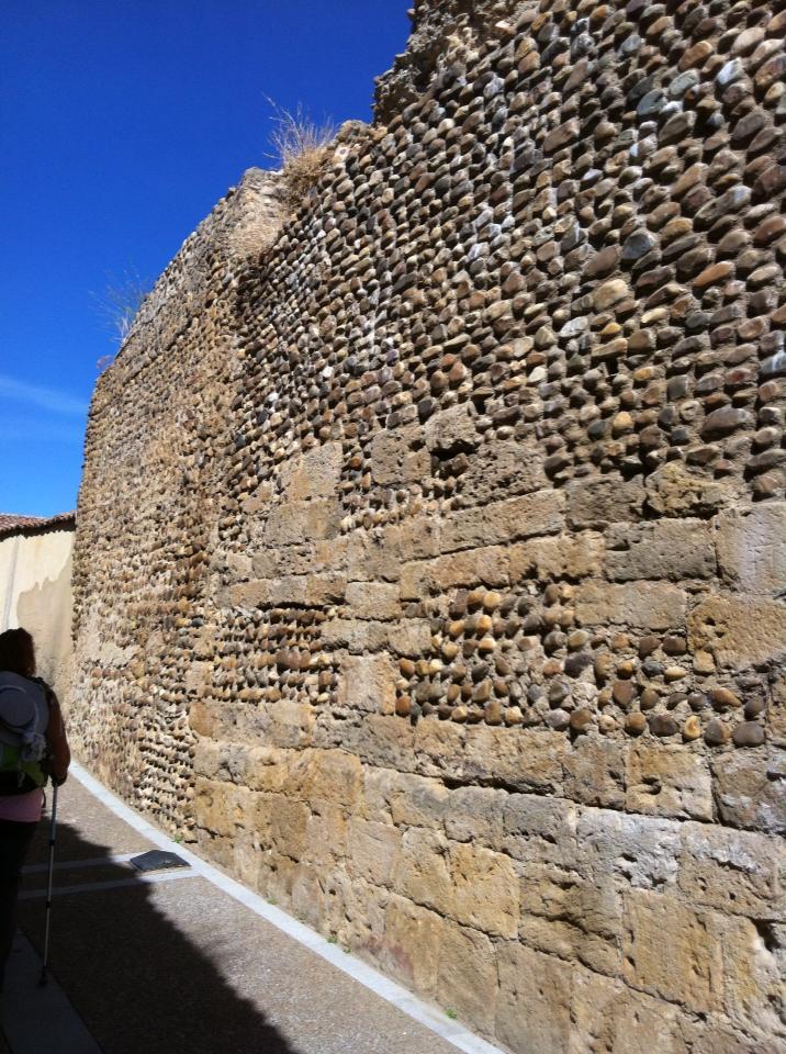 Old wall, Mansilla de las Mulas