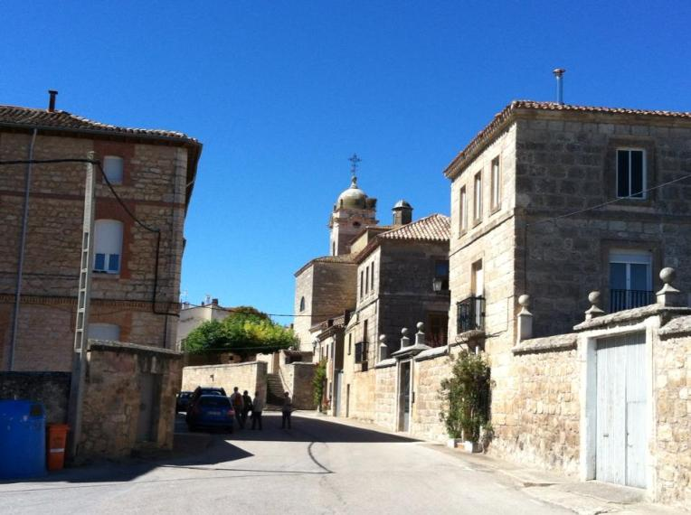 Entering the town of Rabe de las Calzados