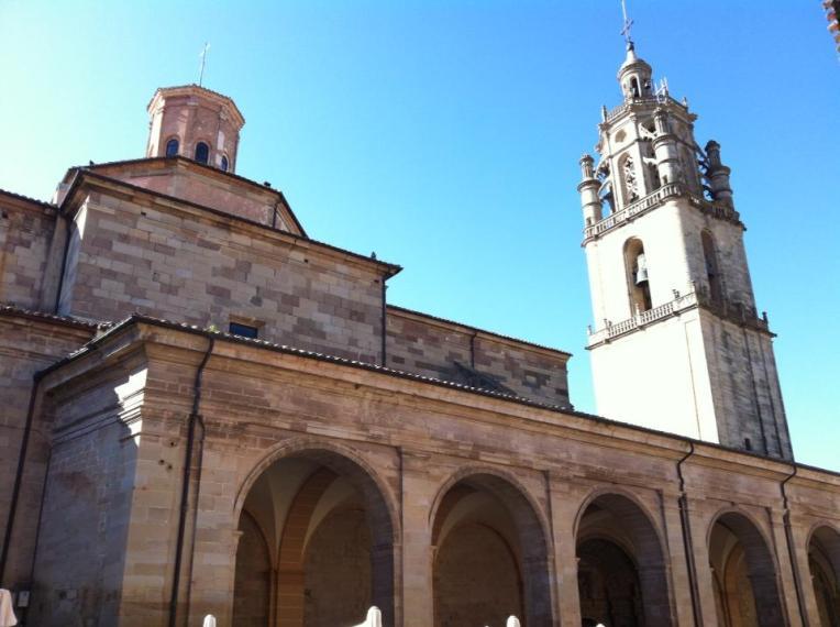 Iglesia Santa Maria de los Arcos, 12th century