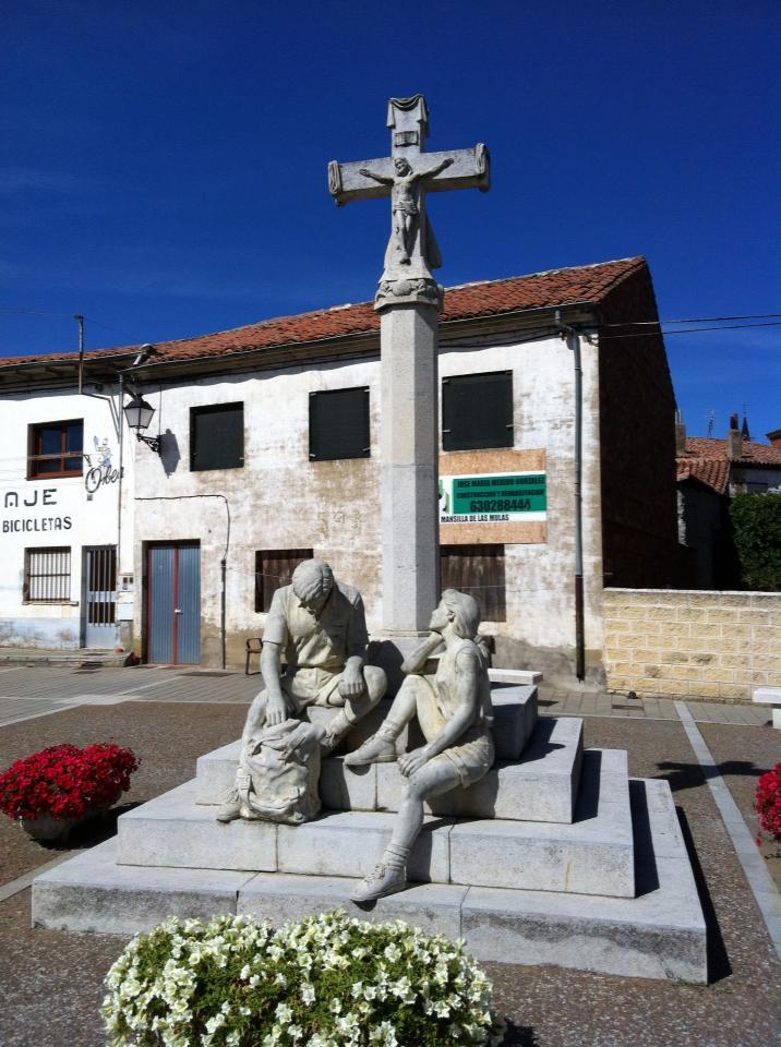 Pilgrim statue in Mansilla de las Mulas