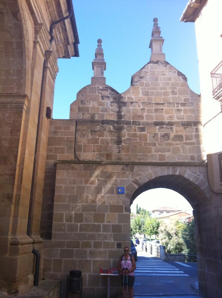 Tracy at Portal de Castillo, Los Arcos