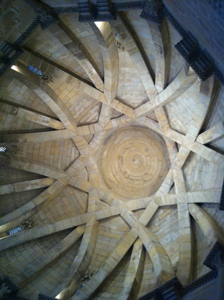 Cross-ribbed vaults creating an 8 point star, Santo Sepulchro, 12th century, Torres del Rio