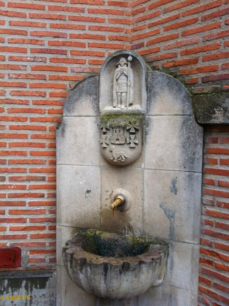 Peregrino Fuente (pilgrim fountain) in Granon