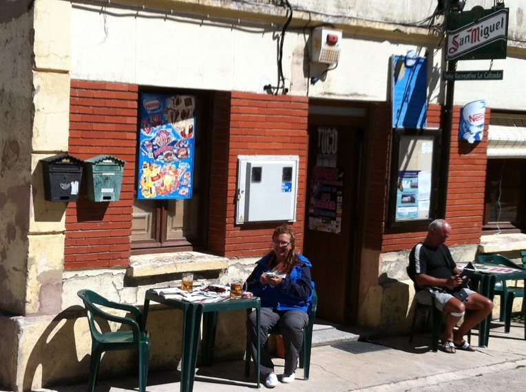 Restaurant/bar in Rabe de las Calzados – only place with wifi