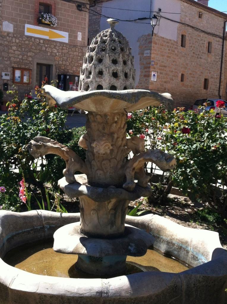 Fountain in the square, Rabe de las Calzados