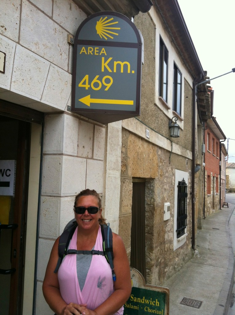 Tracy outside Km 469 mercato in Hornillos del Camino