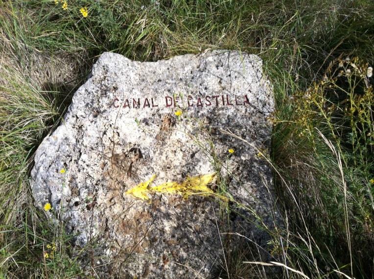 Camino marker along the Canal de Castilla