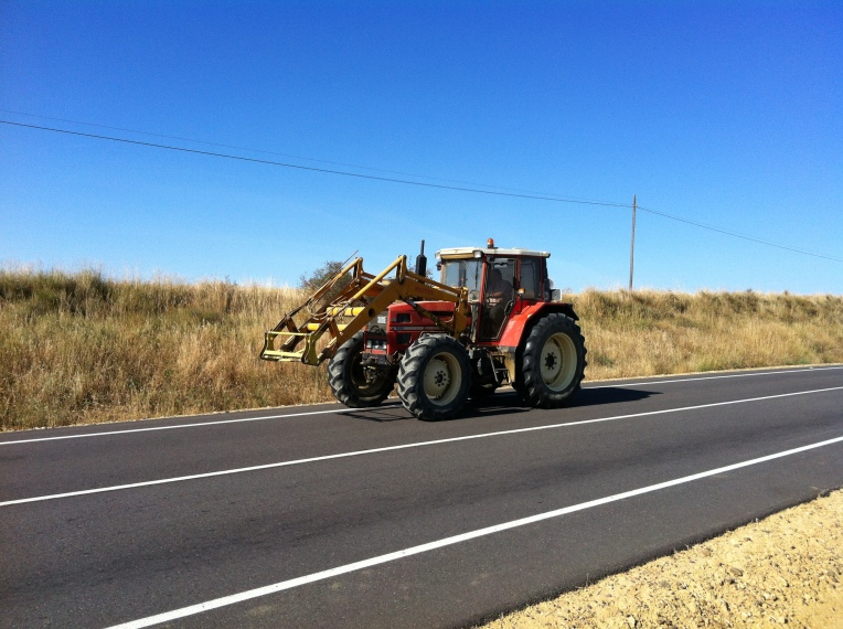 Tractor on the road near the Senda