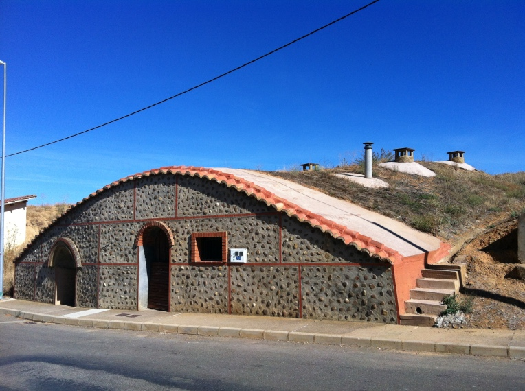 Hobbity-home, called bodegas (a type of wine cellar) near Mansilla de las Mulas