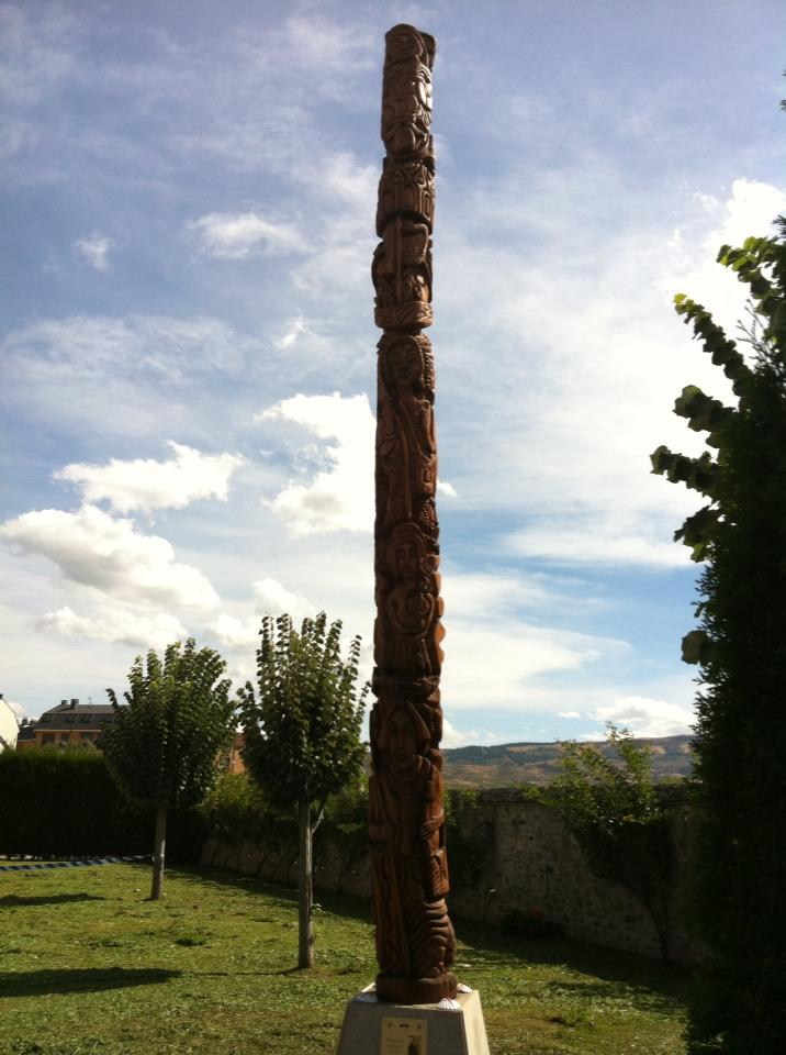 Totem pole at albergue in Ponferrada