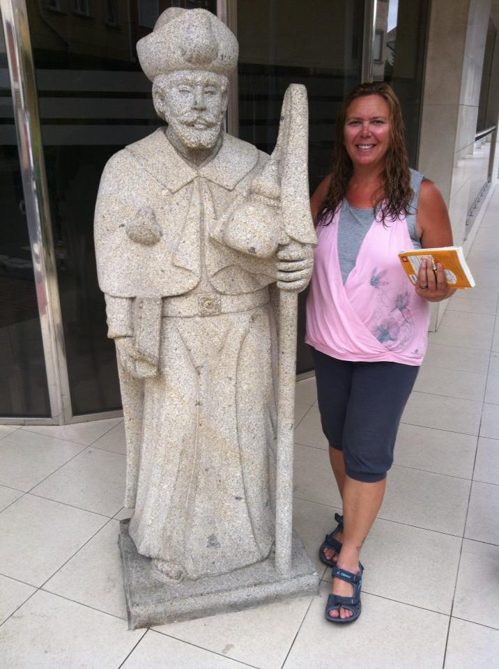 Tracy with the statue of St. James at our hotel in Cacabelos
