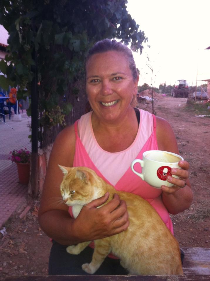 Tracy with her café grande and her new friend, San Martín del Camino