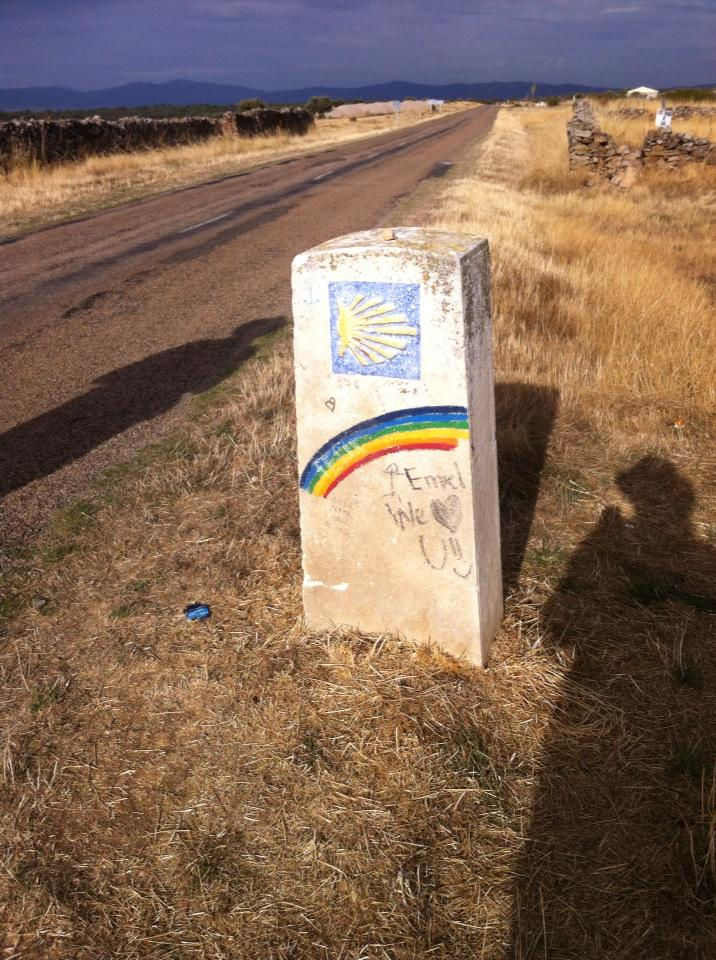 Camino marker outside of El Ganso