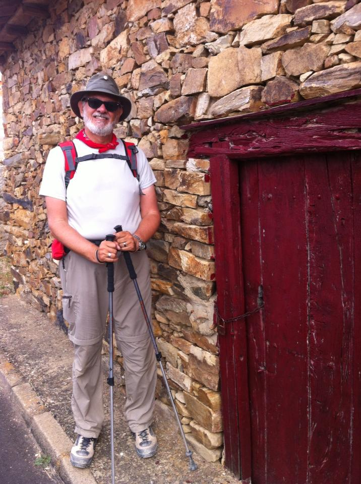 Alan near hobbity door, El Ganso