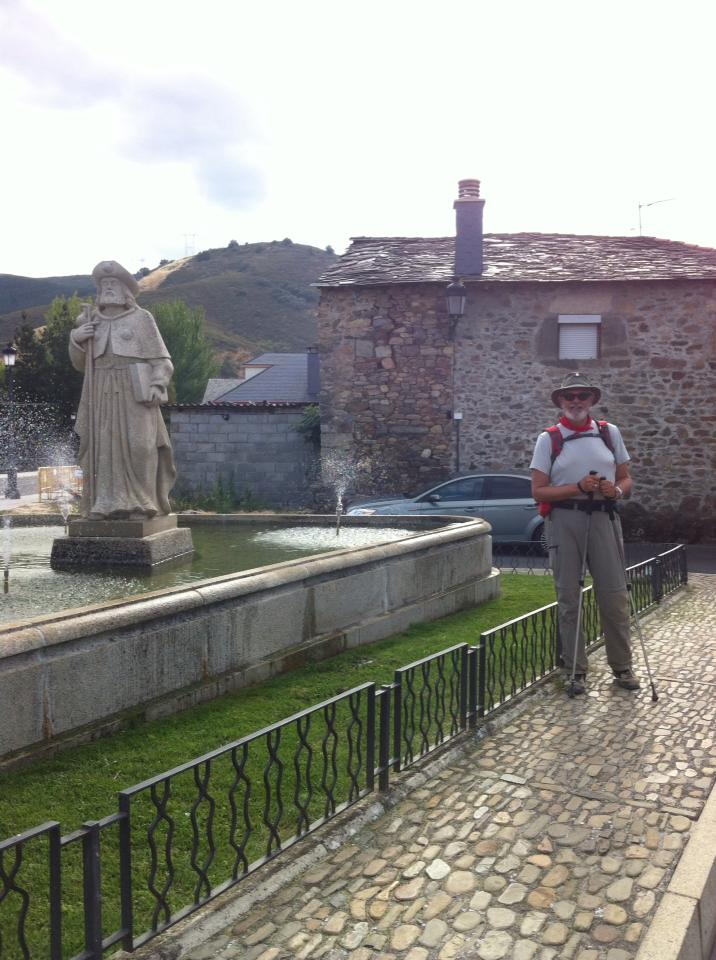 Alan with pilgrim monument in Molinaseca