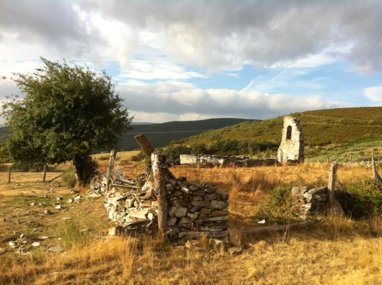 Ruins near Foncebadón