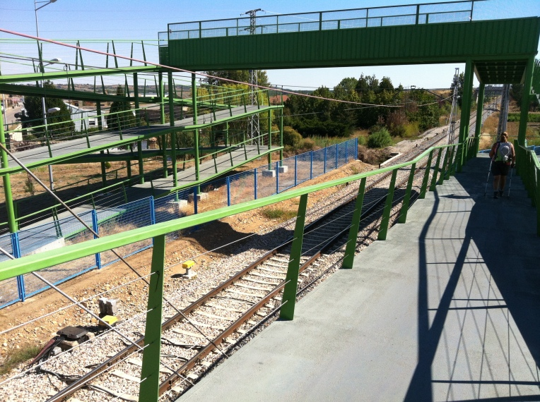Mouse-trap design of the railway overass in Astorga
