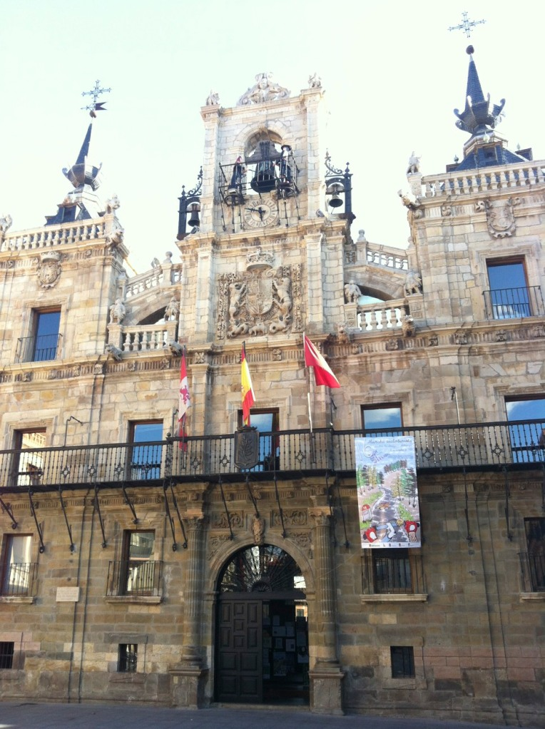 Baroque façade of the Ayuntamiento, the mechanical clock figures strike the hour on the central bell