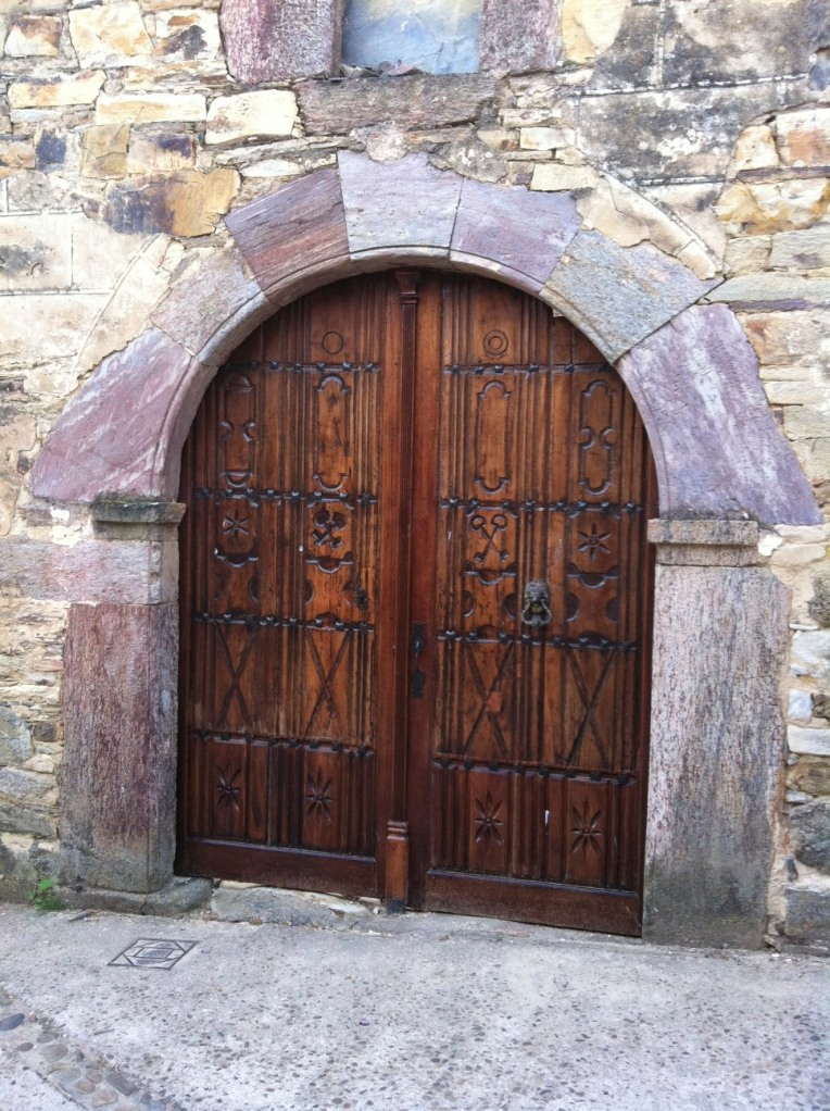 Doors to the nave, Iglesia Santa Maria, 12th century, Romanesque, in Rabanal del Camino