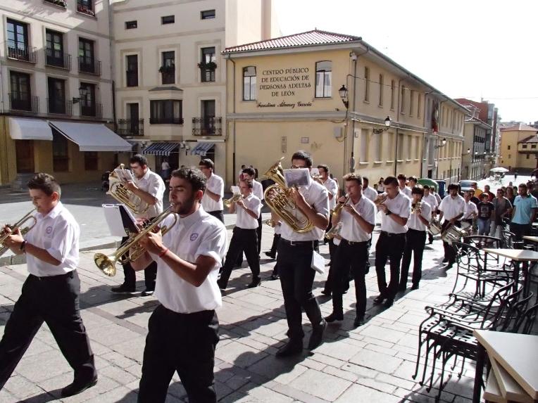 Parade, León