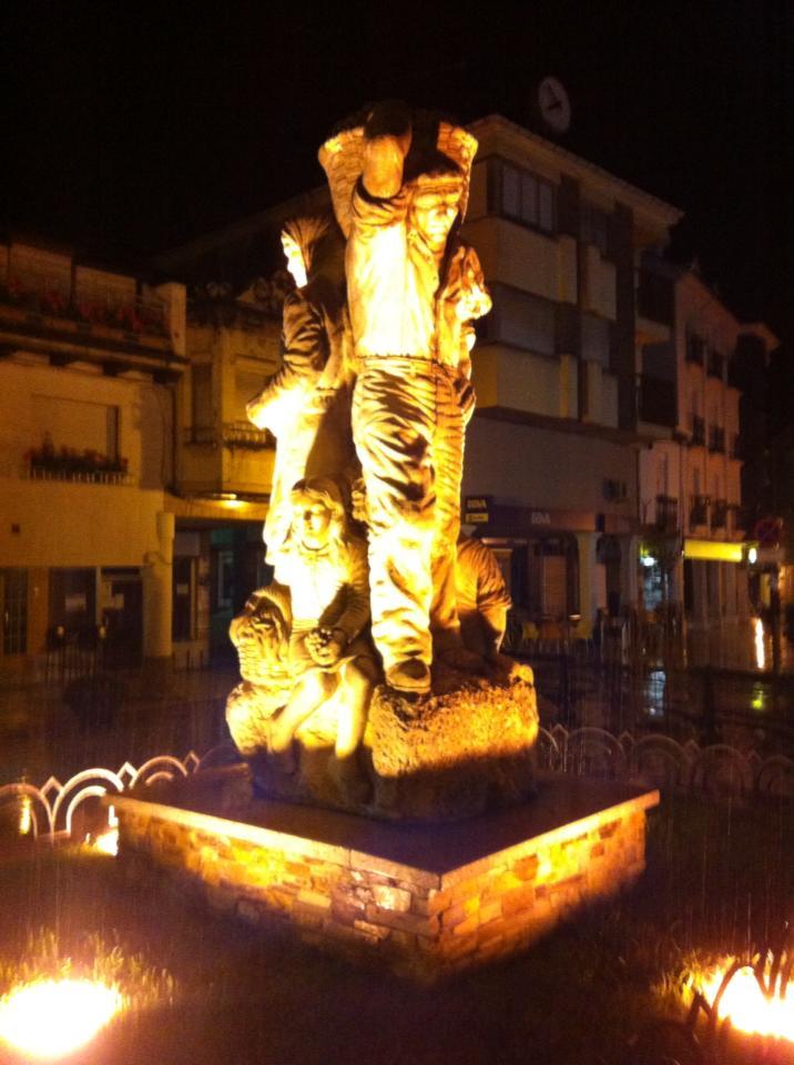 Pilgrim statue in Cacabelos
