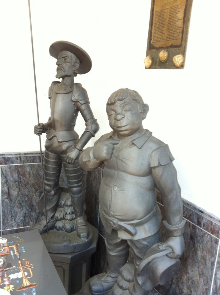 Don Quixote and Sancho Panza sculptures at café near Ventas de Narón