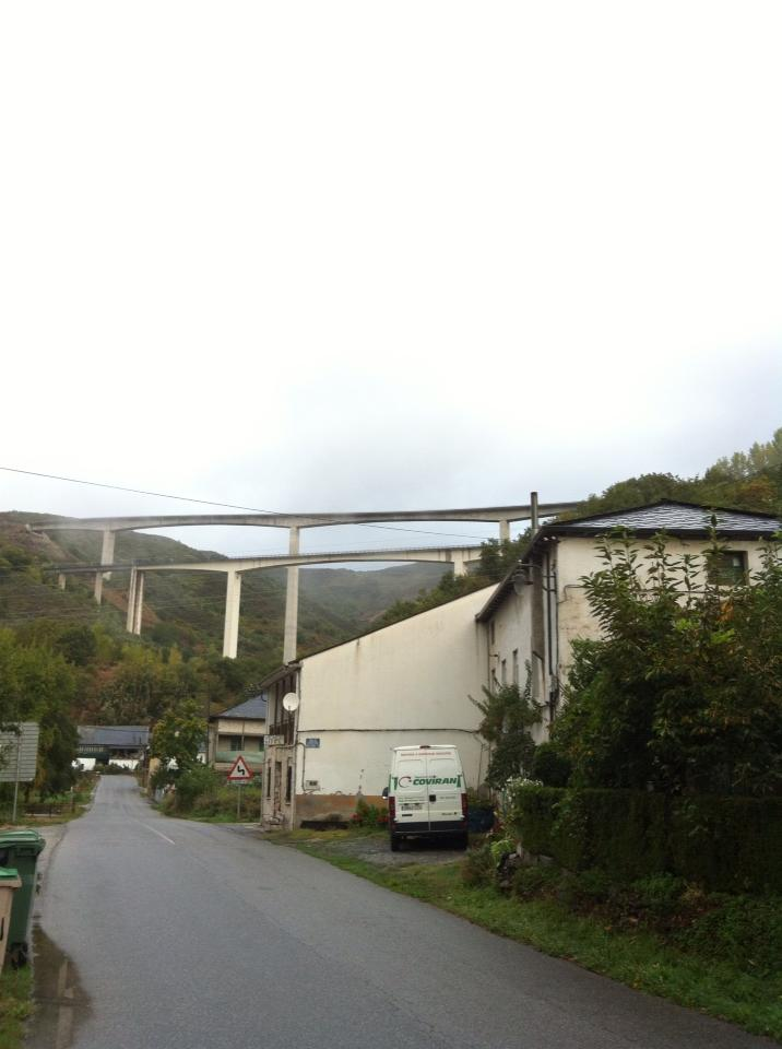 The A-6 freeway overpass in Vega de Valcarce