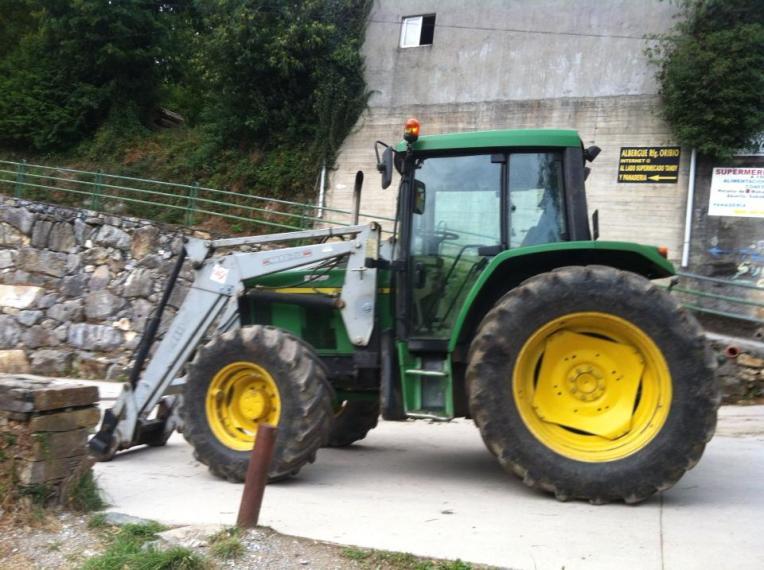 John Deere tractor in Triacastela