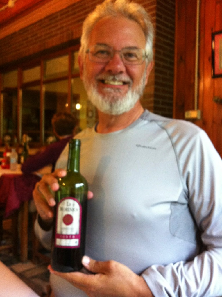 Alan with the evening's wine offering, El Peregrino, La Portela de Valcarce