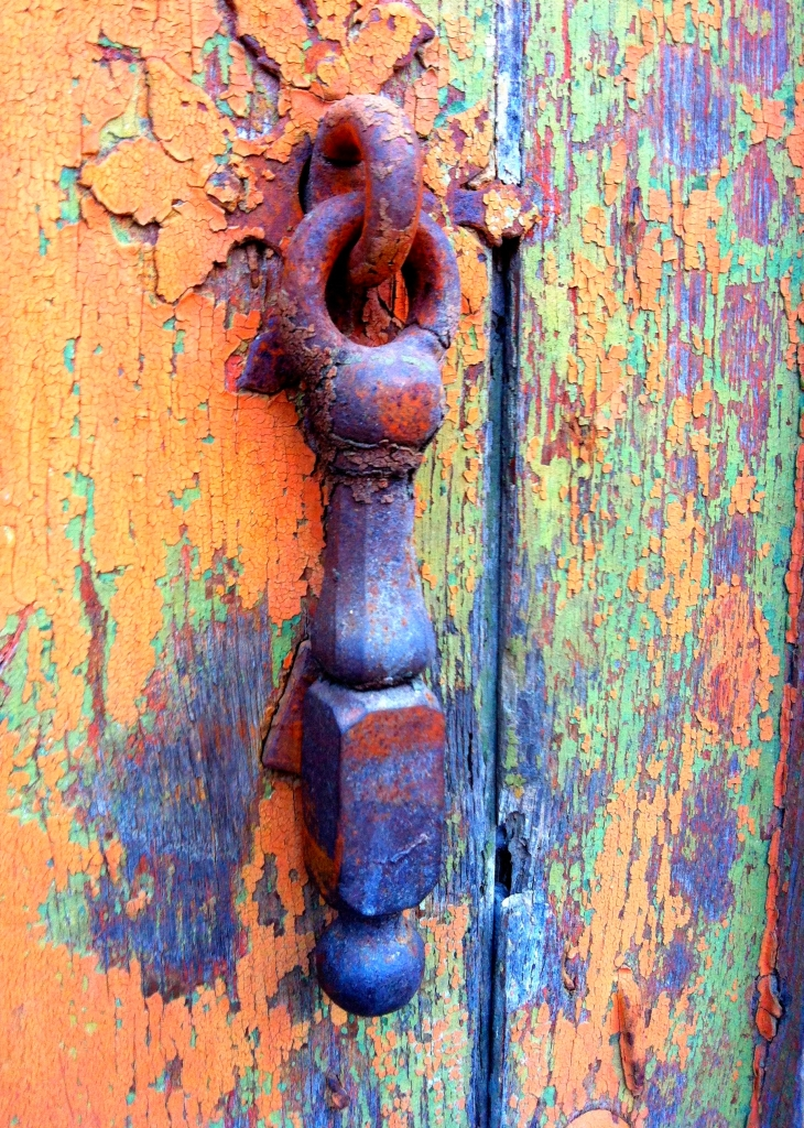 Antique door knocker along Rue du Pont Vieux