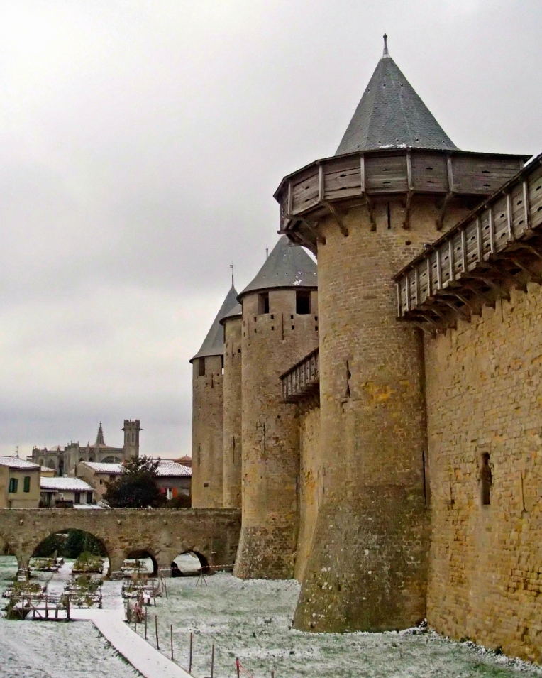 Snow surrounding the ramparts of the Le Château Comtal (Count's Château) within Cité de Carcassonne.