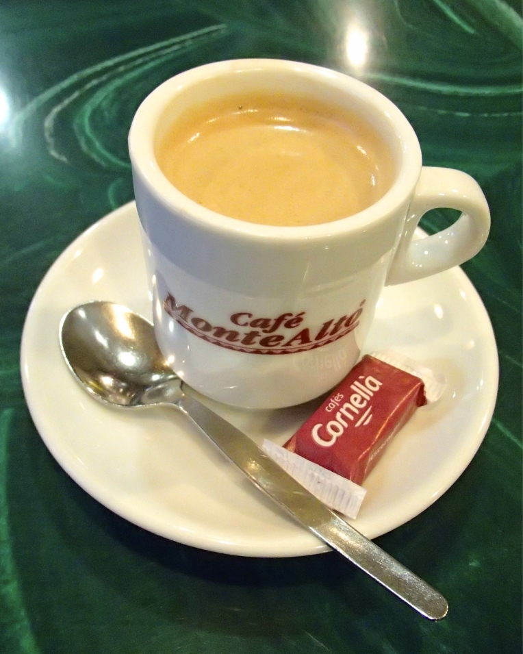 A café espresso in the Bar Tabac de la Poste on the Rue Barbès.