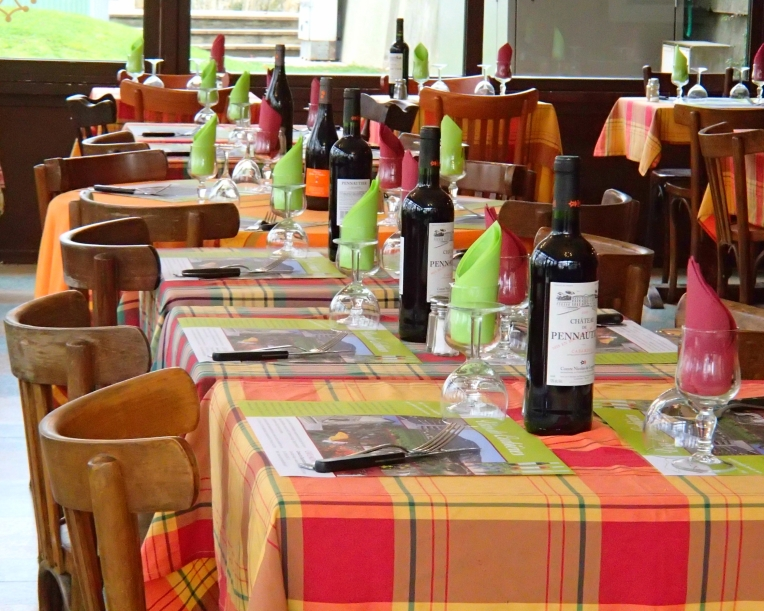 Tables ready for lunch patrons at the Brasserie des Platanes on Boulevard du Commandant Roumens