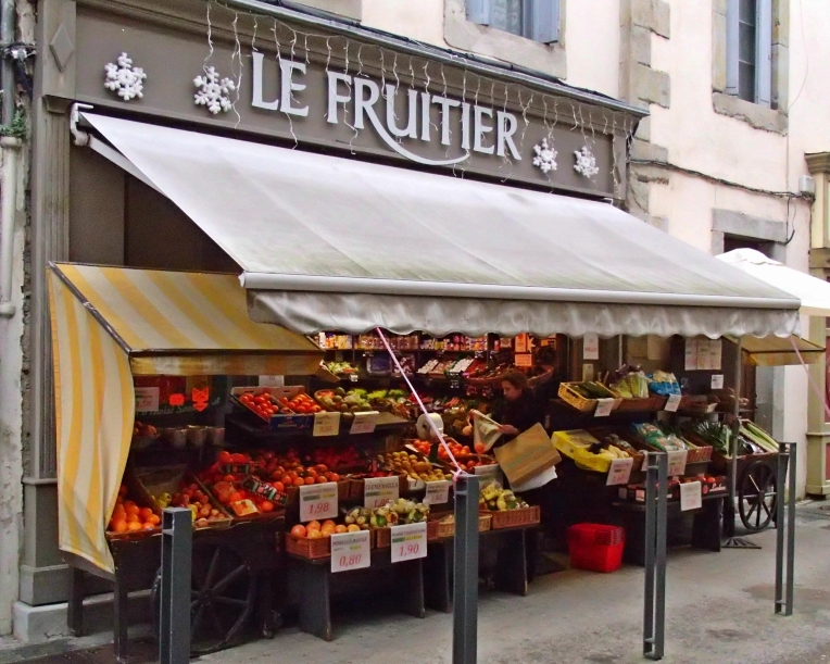 Le Fruitier (fruit and vegetable market) on the Rue de Verdun.