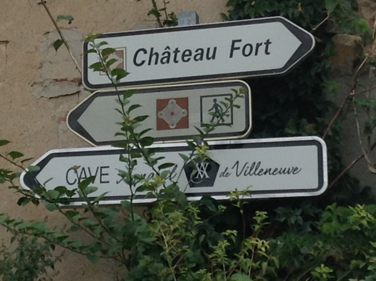 Signage for the pedestrian route to the Forteresse de Salses.